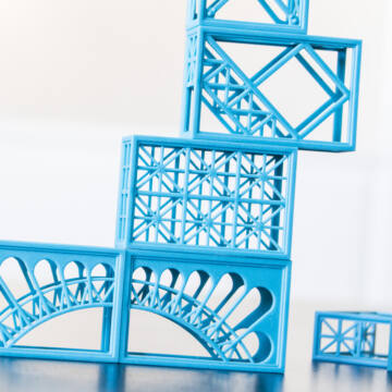 Eiffel building toy and game - French version