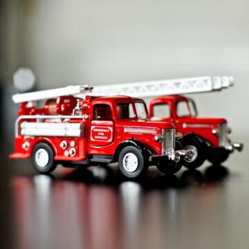 Tűzoltóautó - kétféle modellautó 12cm