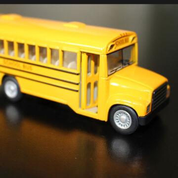 Amerikai iskolabusz - modellautó 1:64