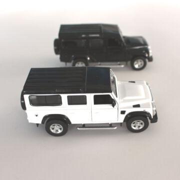 Land Rover Defende méret arányos modellautó 1:32