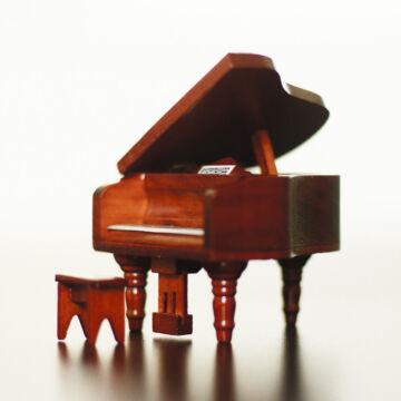 Zongora  Babaház kellék fából