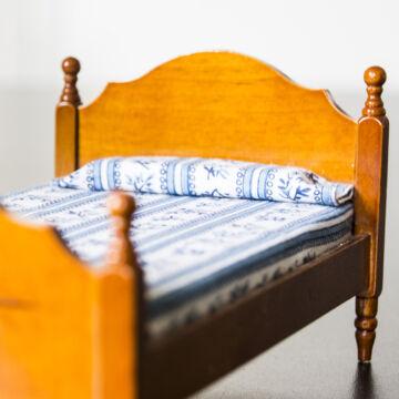 Ágy fából  babaház bútor