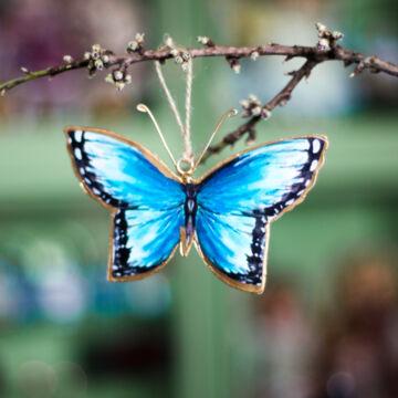 Kék lemez lepke  függeszthető dekor 10 cm