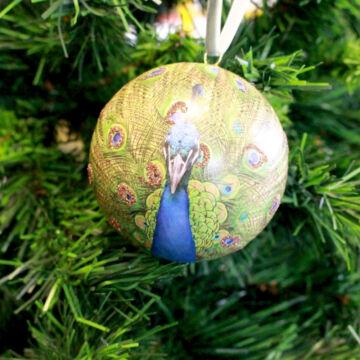 Pávás karácsonyi gömbdísz  8 cm