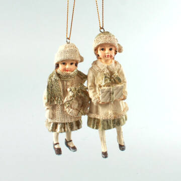 Lányok koszorúval szett  függeszthető dekor