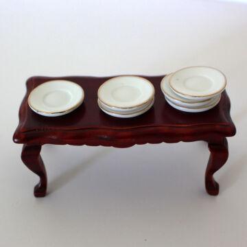 Porcelán tányérok - babaházi kellék szettben