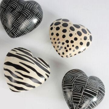 Fekete-fehér szívek