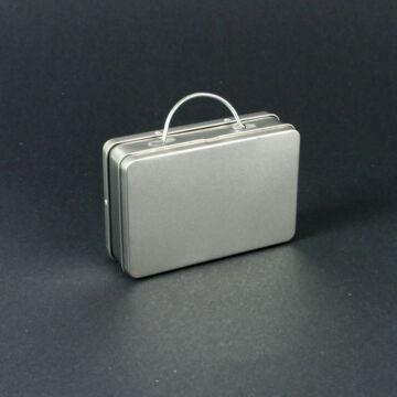 Ezüst színű, bőrönd fazonú doboz   lemezből