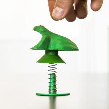 Ugró béka - hasonmás műanyagjáték