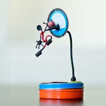 Kosárlabdázó  mágneses drótfigura