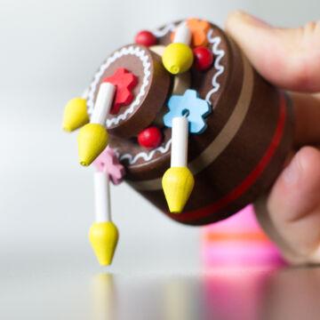 Csokitorta gyertyákkal  alsórugós fajáték