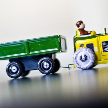 Traktor utánfutóval  lemez jármű