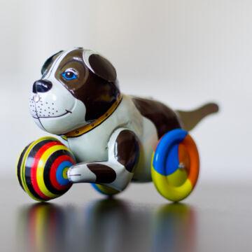 Kutya labdával  különleges működtetésű játék!
