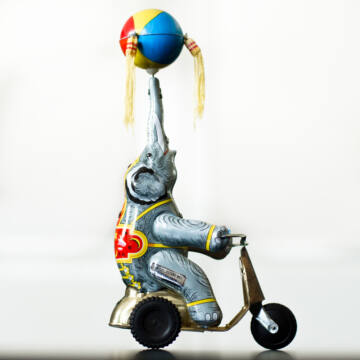 Elefánt  háromkerekű triciklin lemezjáték