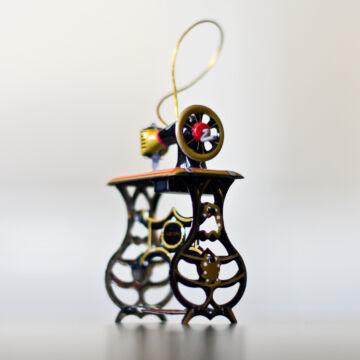 Varrógép lemezből - függeszthető dekoráció