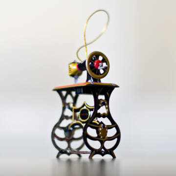 Varrógép lemezből  függeszthető dekoráció