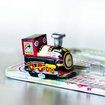 Kanyargó vonat - tálcás lemezjáték