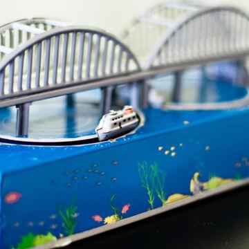 Tengeri híd  lemezjáték hajókkal