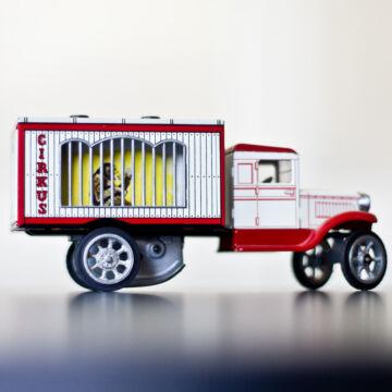 Cirkuszos állatszállító autó lemezből  1950 es hasonmás 1:32