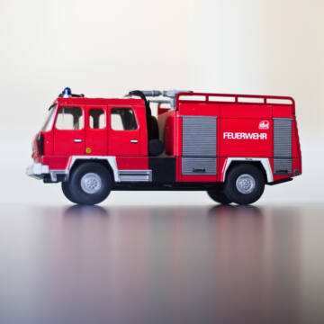 Tűzoltóautó TATRA 818   hasonmás   1:43 lemezjáték