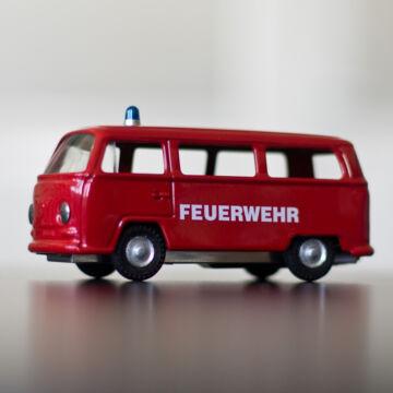 VW Tűzoltóautó lemezből  hasonmás modellautó