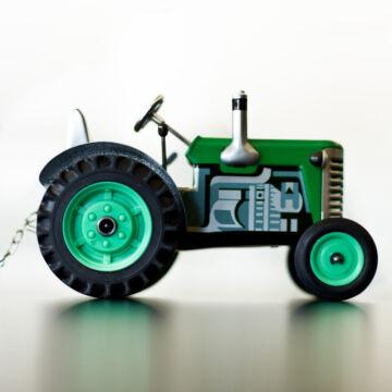 Zöld traktor utánfutóval - lemezjáték sebességváltóval