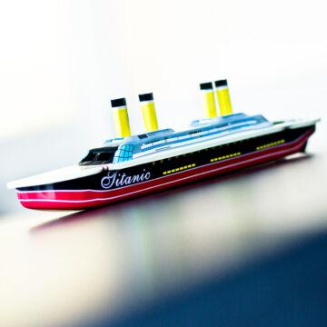 Titanic nagy gyertyás csónak - propulziós hajó lemezből