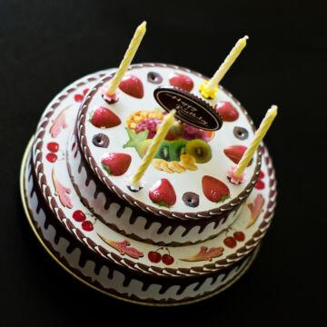 Születésnapi gyümölcstorta  zenélő ajándék lemezből gyertyákkal