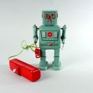 Elemes retro távirányítós robot lemezből