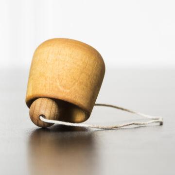 Bilboquet tölcsér  ügyességi játék fából