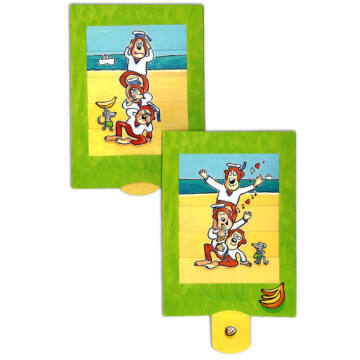 Three monkeys changing card