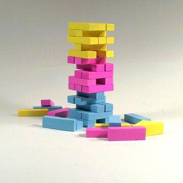 Kisméretű JENGA társasjáték pink színben fából