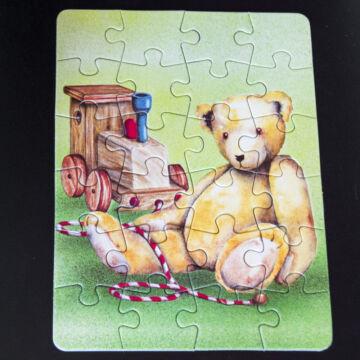 Maci mozdonnyal mini puzzle most akcióban