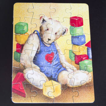 Maci építőkockákkal -mini puzzle