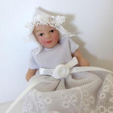 Csecsemőbaba  porcelánból  -   babaházi kellék