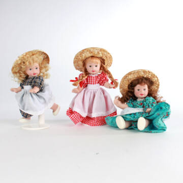 Porcelán babák szalmakalapban   13 cm