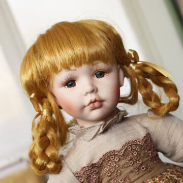 Melinda porcelánbaba 42 cm