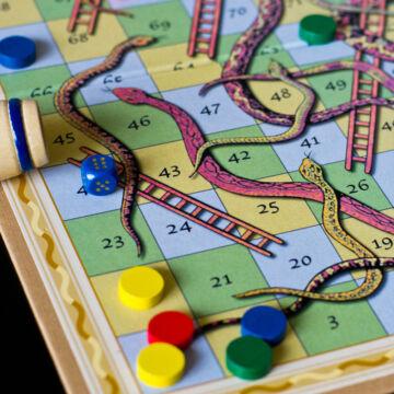 Kígyók és létrák - klasszikus táblás társasjáték