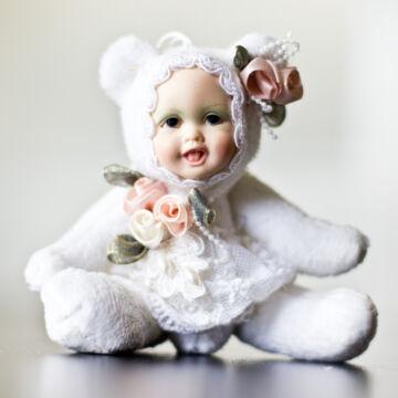BÉBI baba porcelán arccal