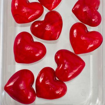 Lángoló áttetsző piros sziv  - üvegből 2,5 cm