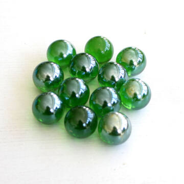 Pearl green marbles set 25 cm