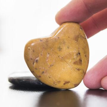 Szív alakú csiszolt kő, stresszoldó 4 cm