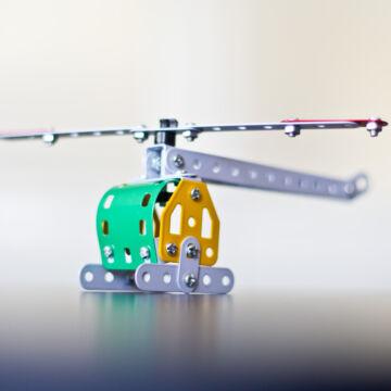 Helikopter vagy versenyautó  fémépítő készlet