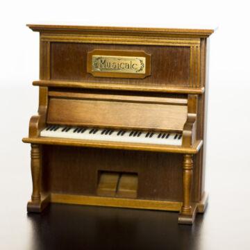 Pianínó  zenélő ajándéktárgy fából