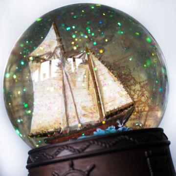 Vitorlás - zenélő vizes gömb,  hógömb