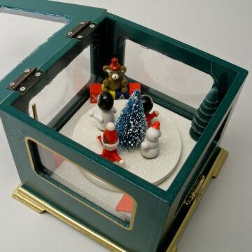 Zenélő doboz mozgó figurákkal  zöld