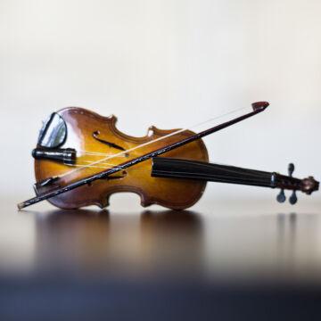 HEGEDŰ  - zenélő ajándéktárgy