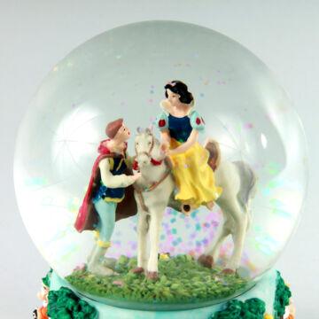 Hófehérke királyfival  zenélő ajándéktárgy, hógömb