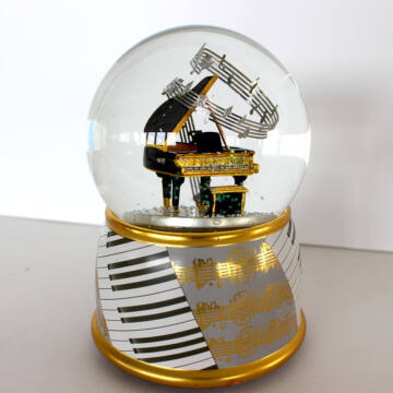 GRAND PIANO zenélő hógömb 100mm akcióban