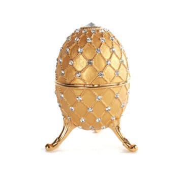 Zenélő Fabergé tojás gyöngy díszítéssel - arany színű